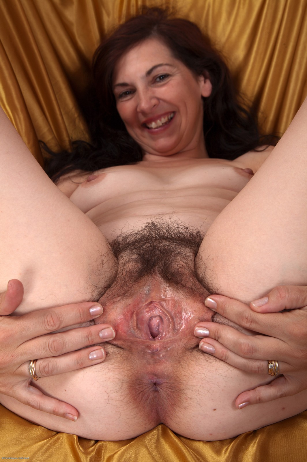 Mature wife leslie gives incredibly pleasureable