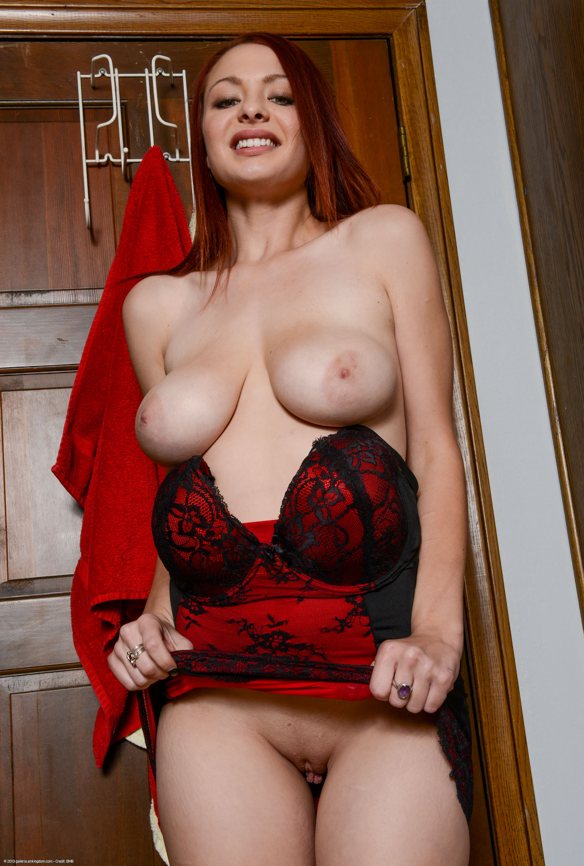 Today We Present Jessica Robbin For Your Pleasure If You D Like To